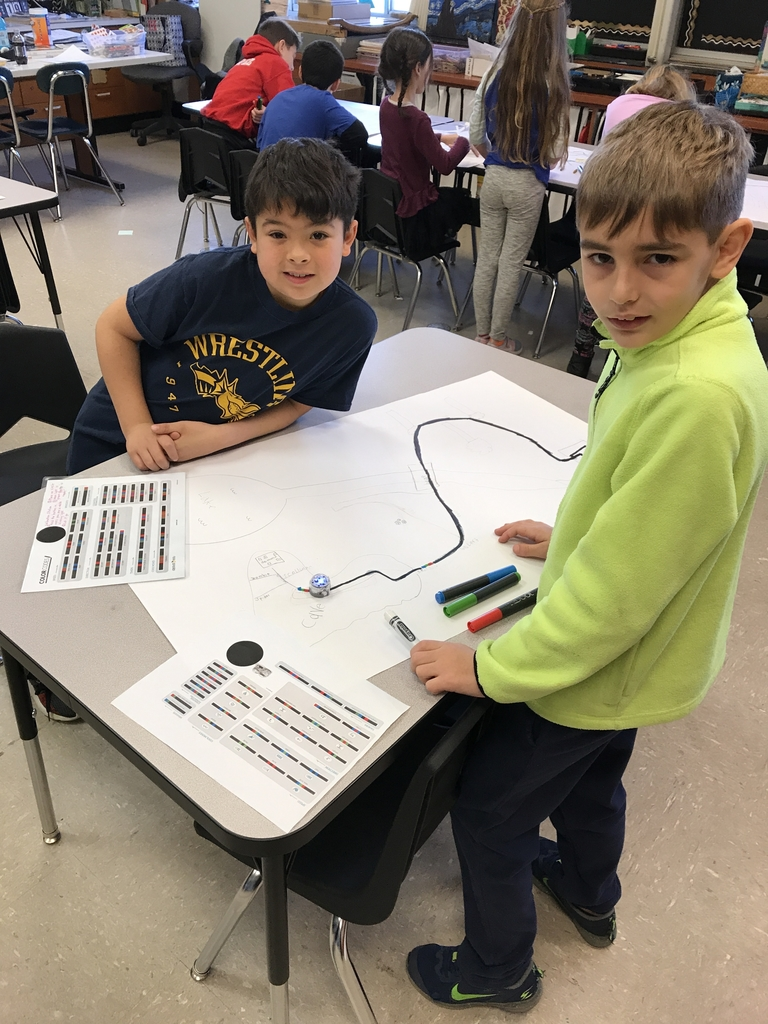 Programming codes in sequential patterns for their Ozobot stories.